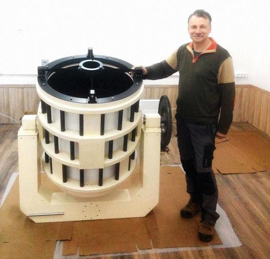 Геннадий Борисов со своим телескопом