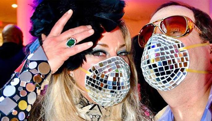 «Убери руки»: как проходят звездные вечеринки на фоне пандемии