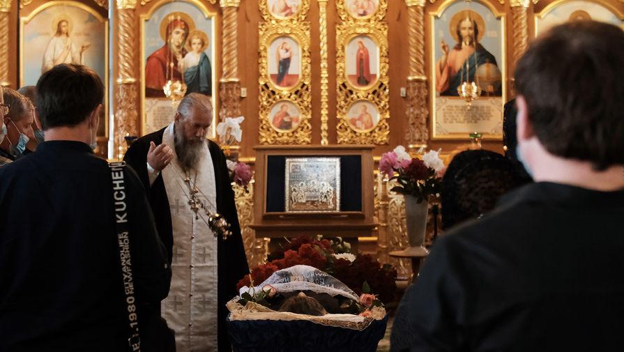Во время похорон Сергея Захарова, погибшего в результате ДТП с участием актера Михаила Ефремова, в селе Кузьминское в Рязанской области, 11 июня 2020 года