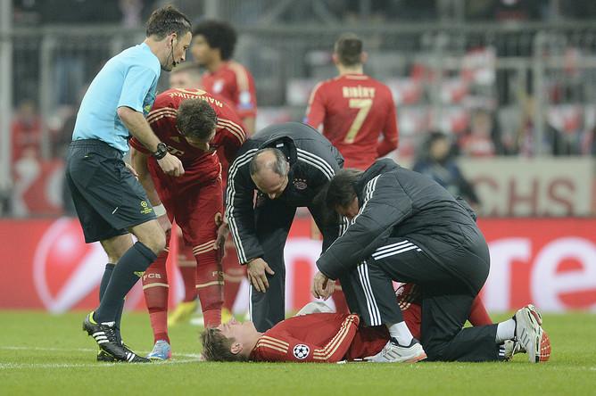 Полузащитник «Баварии» Тони Кроос получил травму и покинул поле в первом тайме