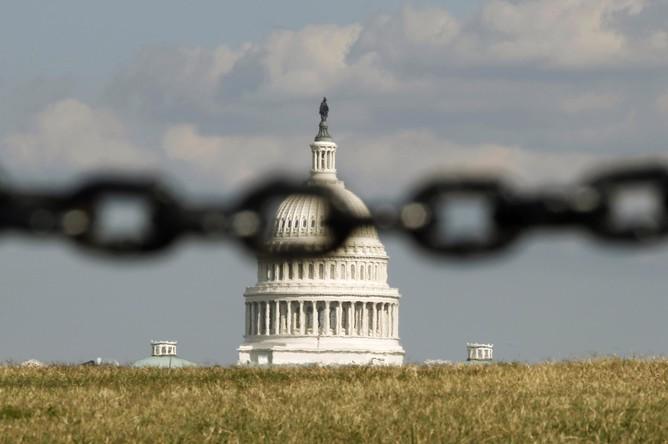Здание Конгресса США. Прекращение работы федеральных органов власти по подсчетам телеканала NBC стоит американской экономике $12,5 млн в час, $300 млн в день и $1,6 млрд в неделю.