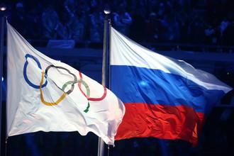 Флаги МОК и России