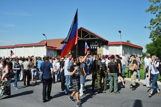 Жители Донецкой области на митинге у резиденции Рината Ахметова в Макеевке