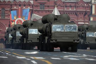 Зенитно-ракетные комплексы С-400 на военном параде на Красной площади