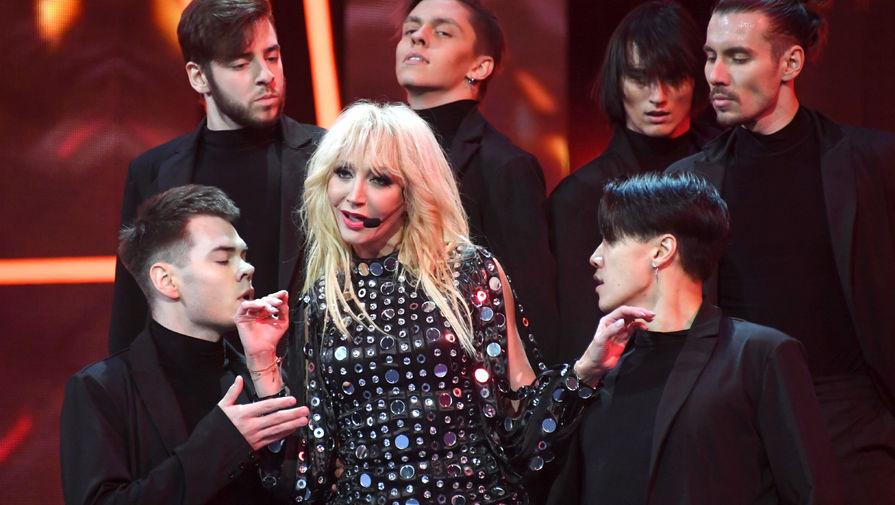 Кристина Орбакайте во время выступления на концерте «Песня года-2020»