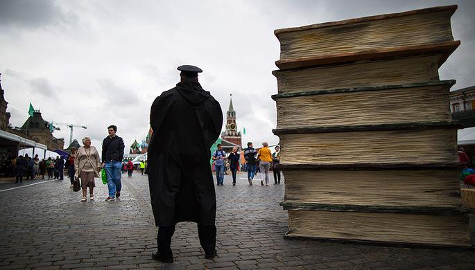 Книжный фестиваль на Красной площади в Москве, июнь 2016 года