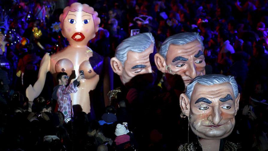 Фигуры в виде экс-главы МВФ Доминика Стросс-Кана во время карнавала в Ницце, 2016 год