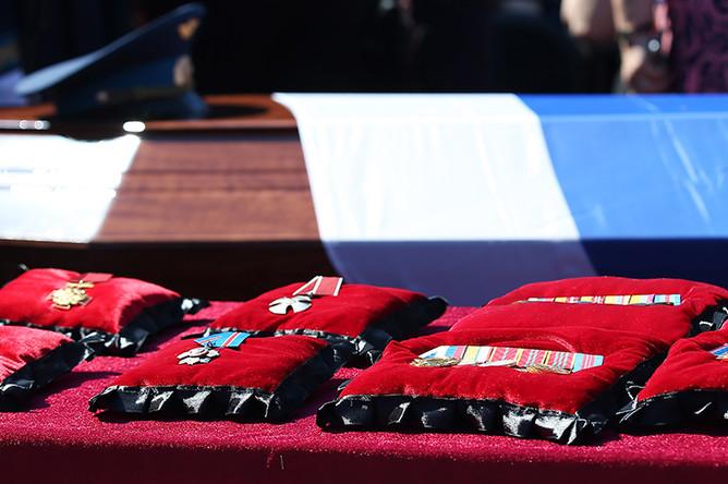На церемонии прощания с погибшим в Сирии российским военным летчиком-инструктором Ряфагатем Хабибуллиным в городе Кореновске