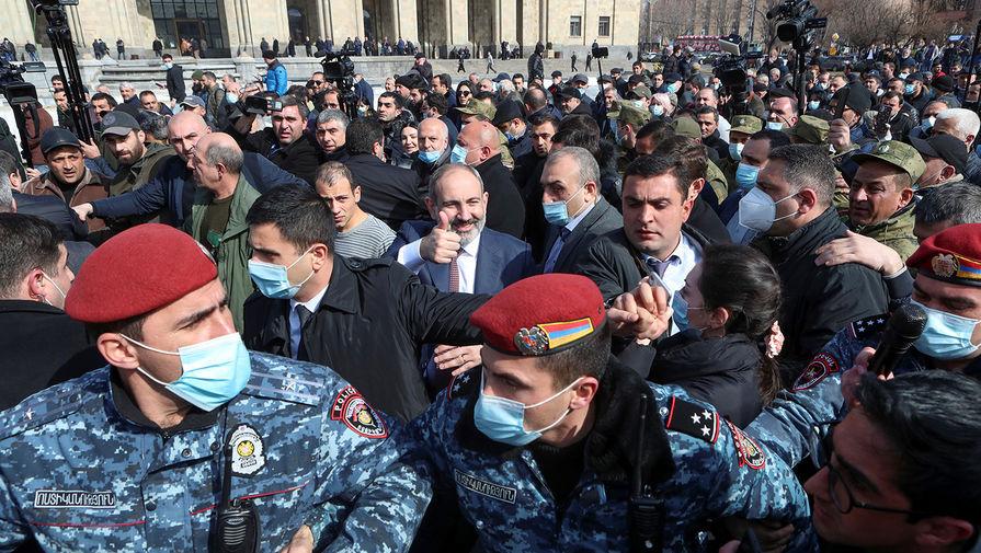 Оппозиция Армении развернет палатки у здания парламента республики