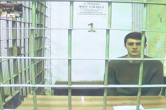 <b>Егор Жуков, 21 год.</b> Изначально Жуков обвинялся в участии в массовых беспорядках (ч. 2 ст. 212 УК), затем с него сняли обвинения в участии в массовых беспорядках, но предъявили обвинение в призывах к экстремизму через интернет (ч. 2 ст. 280 УК). Жукову грозит до пяти лет лишения свободы. Вину не признает.