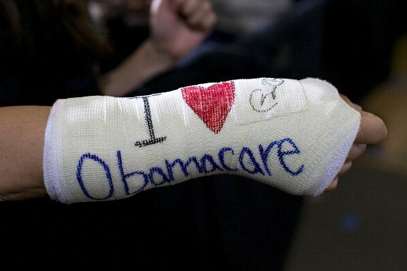 Запуск универсальной программы медицинского страхования Obamacare дает серьезные сбои
