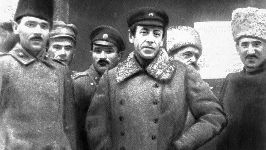 Симон Петлюра (в центре) со своим штабом, 1920-е