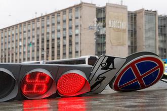 Последствия урагана на пересечении Тверской улицы и Тверского бульвара, 2017 год. Накануне в городе был объявлен «желтый» уровень опасности из-за предстоящей грозы и сильного ветра