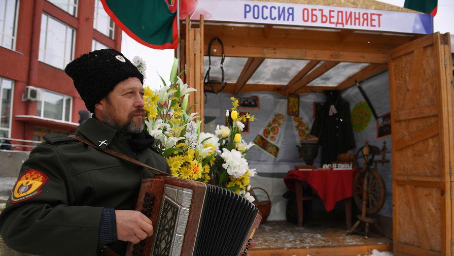 Фестиваль национальных культур в честь Дня народного единства на площади Ленина в Новосибирске, 4 ноября 2018 года