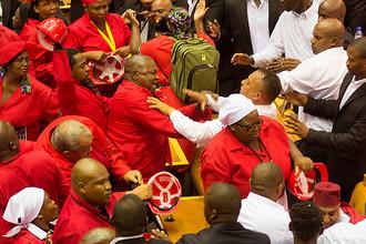 Драка в парламенте ЮАР