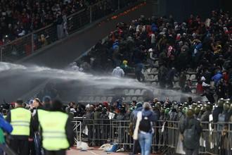 Столкновения полиции с футбольными фанатами