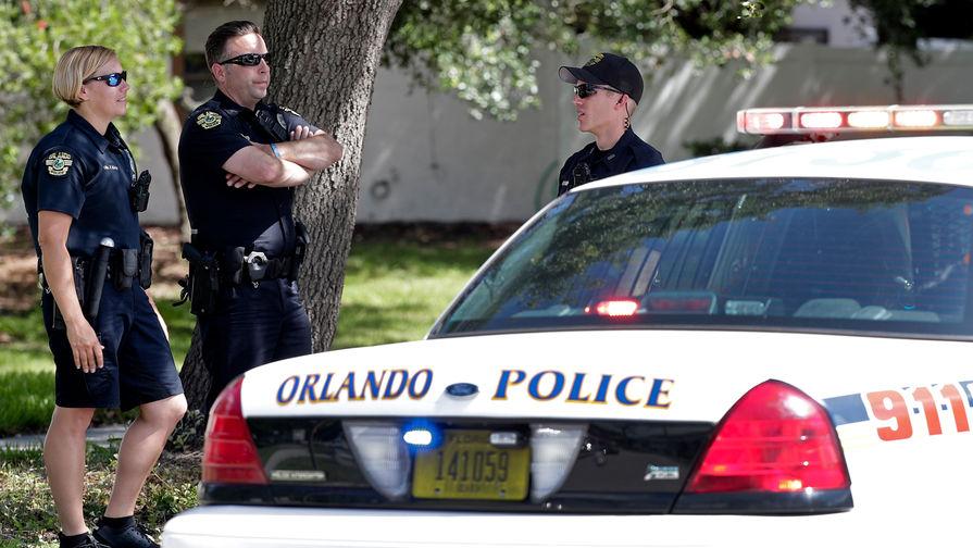 Полиция на месте инцидента со стрельбой в Орландо, штат Флорида, 11 июня 2018 года