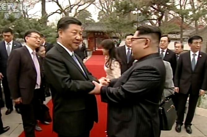 Встреча лидера КНДР Ким Чен Ына и председателя Китая Си Цзиньпиня в Пекине, 28 марта 2018 года (кадр из видео)