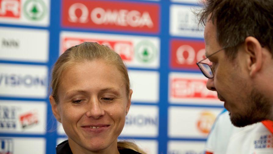 Легкоатлетка Юлия Степанова и журналист ARD Хайо Зеппельт
