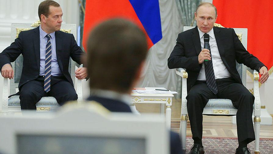 Премьер-министр Дмитрий Медведев и президент Владимир Путин на встрече с кандидатами от партии...