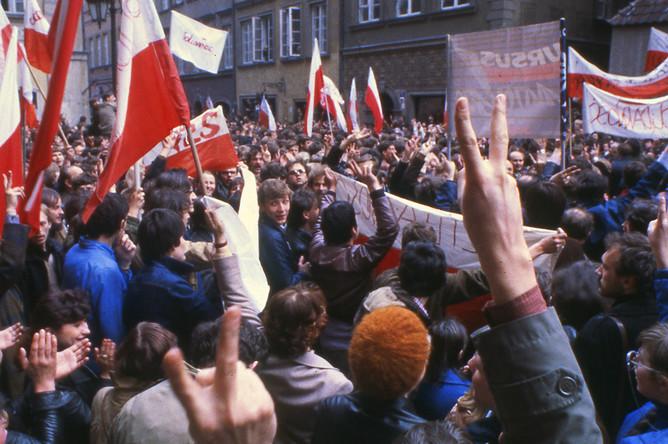 Протестующие в старом городе Варшавы, май 1982 года