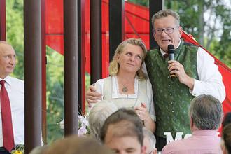Свадьба министра иностранных дел Германии Карин Кнайсль и Вольфганда Майлингера в Гамлице, Австрия, 18 августа 2018 года