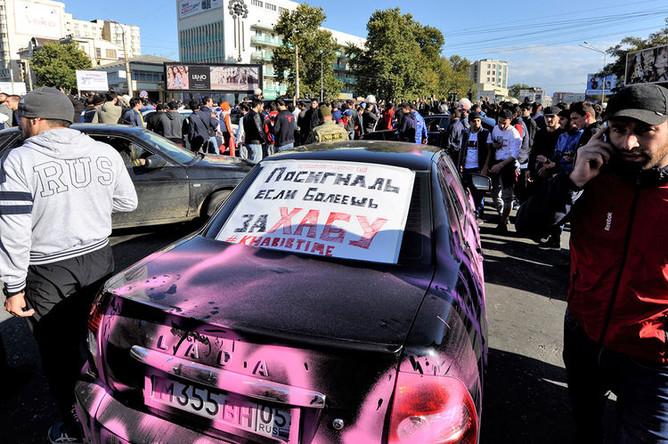 Народные гуляния в центре города после победы Хабиба Нурмагомедова над Конором Макгрегором в турнире UFC 229, Махачкала, 7 октября 2018 года
