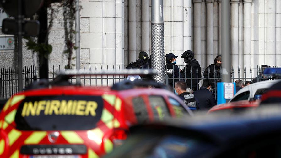 Полиция около места нападения в церкви Нотр-Дам в Ницце, 29 октября 2020 года