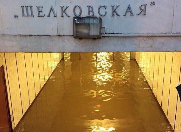 Божечки когда в Москву уже придет лето или я уеду в теплышко #потоп#москва#щелковская#суббота