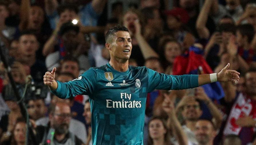 Нападающий мадридского «Реала» Криштиану Роналду эмоционально празднует гол в ворота «Барселоны»...