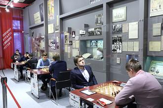 Владимир Федосеев потерпел первое поражение в Суперфинале