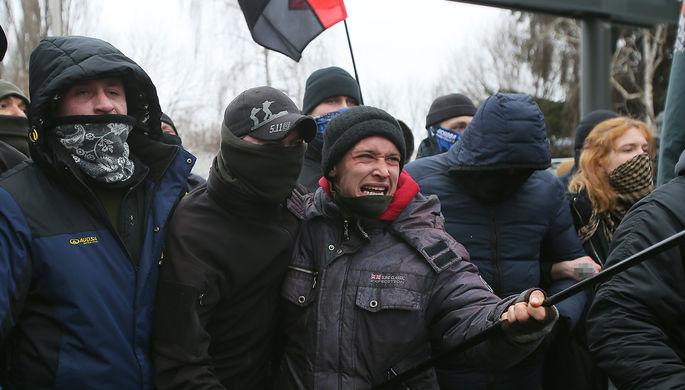 Участники акции националистов в Киеве с требованием закрытия телеканала «Наш», 4 февраля 2021 года