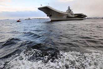 Тяжелый авианесущий крейсер «Адмирал Кузнецов» на военно-морской базе Северного флота РФ в Североморске