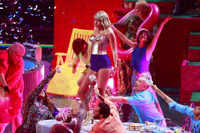 Тейлор Свифт во время церемонии вручения премии MTV Video Music Awards в Нью-Джерси, 26 августа 2019 года