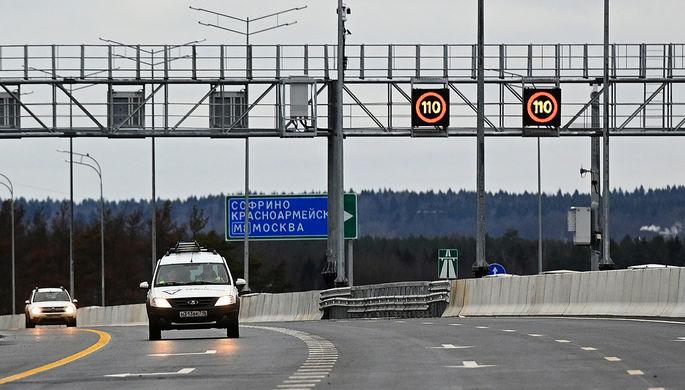 На месте столкновения грузовика DAF, внедорожника «Шевроле Нива» и пассажирского микроавтобуса Citroлn в Самарской области, 29 января 2021 года