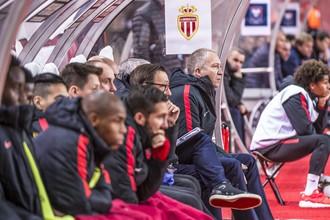 Вице-президент «Монако» Вадим Васильев на скамейке запасных во время матча