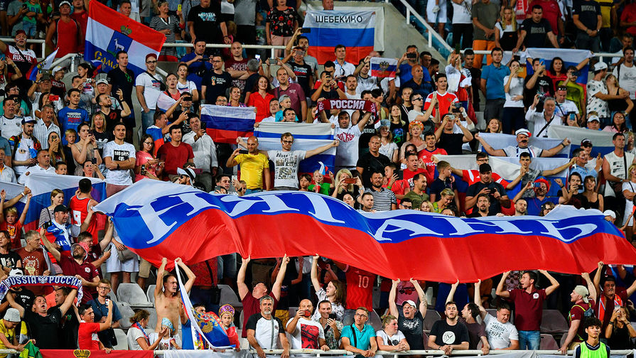 Болельщики сборной России на отборочном матче чемпионата Европы по футболу 2020 между сборными Кипра и России