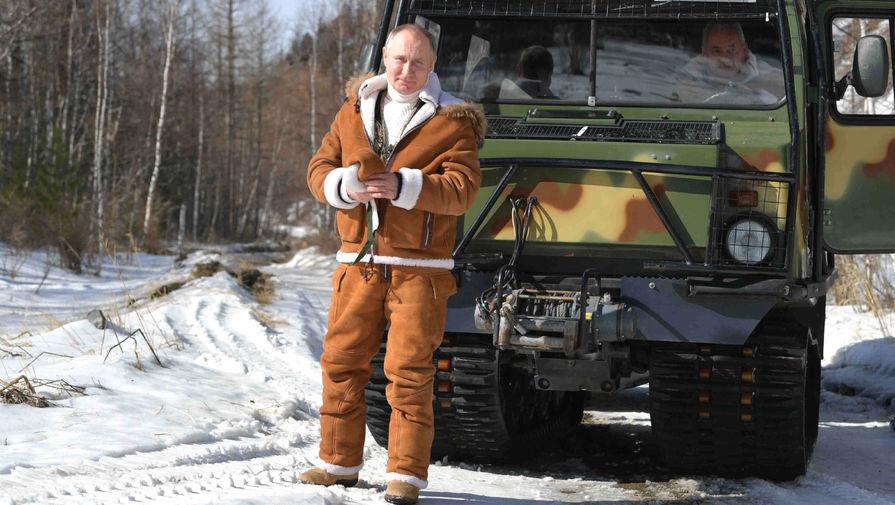 Песков рассказал, где находится ядерный чемоданчик во время путешествий Путина