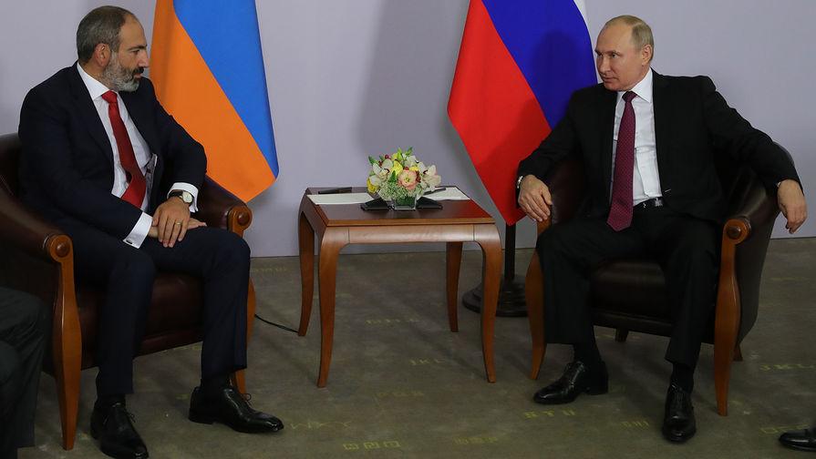 Президент России Владимир Путин и премьер-министр Армении Никол Пашинян во время встречи, 14 мая 2018 года