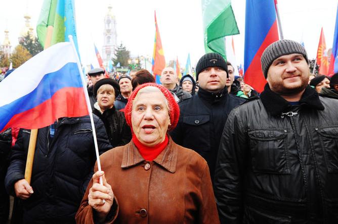 Участники митинга-концерта в честь Дня народного единства на площади Музыки в Тамбове, 4 ноября 2018 года