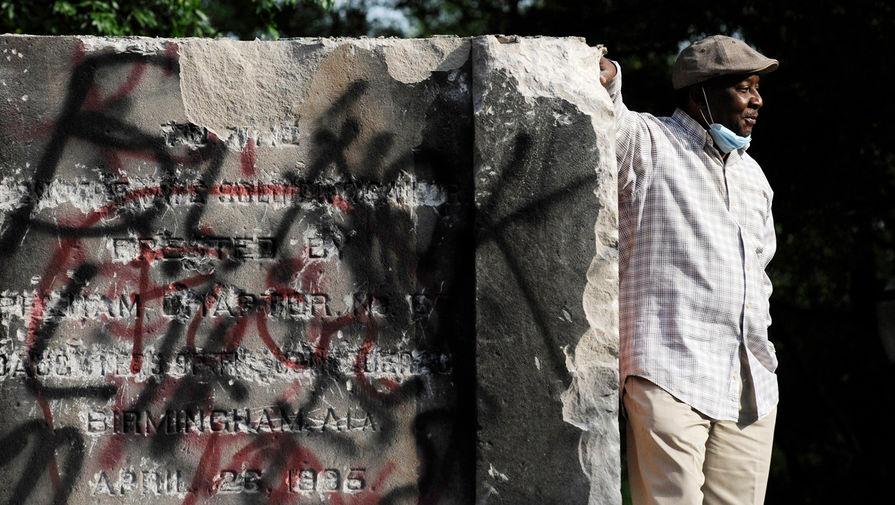 Памятник солдатам и матросам Конфедерации в американском городе Бирмингем в штате Алабама