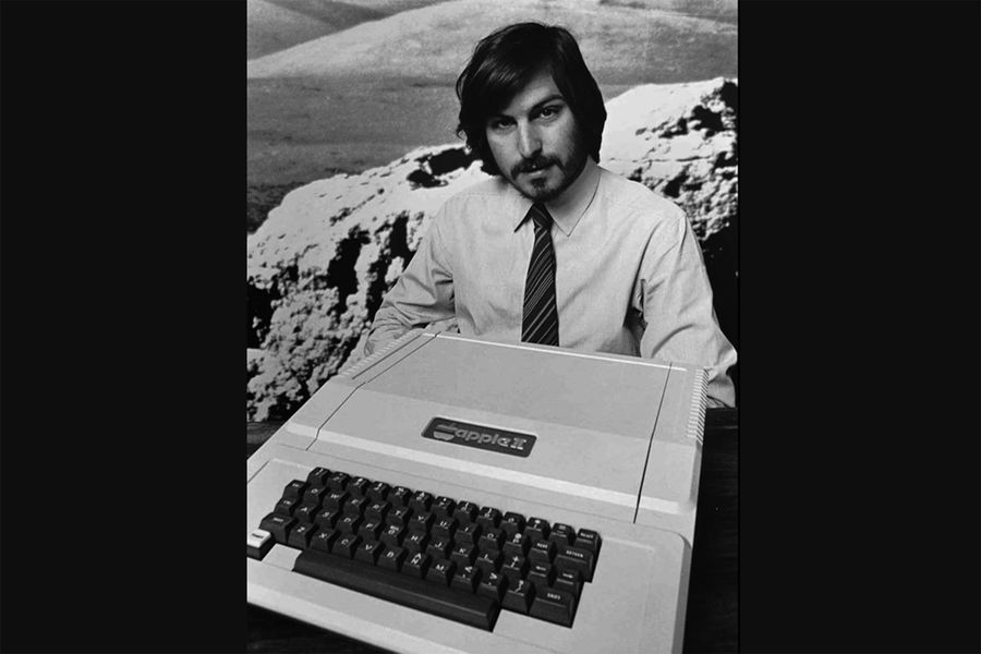 Apple II был представлен в1977году навыставке West Coast Computer Faire и был одним изпервых и наиболее успешных персональных компьютеров того времени. Apple II напротяжении жизненного цикла выходил внескольких модификациях и продавался до1990-х годов. Всего было произведено от 5до6миллионов экземпляров компьютера. Внешний вид Apple II сильно отличался от конкурентов: он органично смотрелся наофисном столе и обладал уникальными длятого времени возможностями, включая цветной графический режим, воспроизведение звука, а также встроенный интерпретатор языка Basic. Apple II дал начало революции вобласти персональных компьютеров — это был компьютер дляобычных людей, а не только дляценителей, ученых или инженеров.