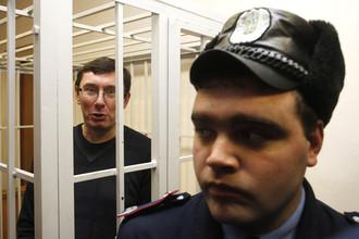 «Экс-главе МВД Украины Луценко получил еще 2 года ограничения свободы»