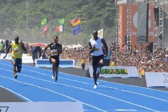 Болт — победитель дистанции 150 метров в Бразилии