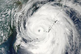 Тайфун «Неогури» в Тихом океане движется на север. Изображение со спутника NASA Aqua