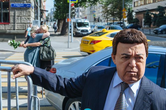 Иосиф Кобзон на церемонии прощания с актрисой Верой Глаголевой в Центральном доме кино в Москве