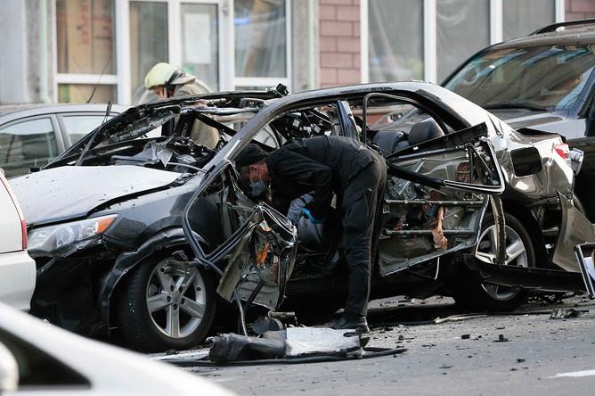 Следственные действия на месте взрыва автомобиля в центре Киева, 8 сентября 2017 года