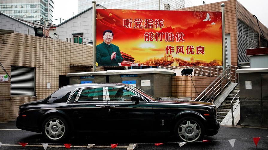 Плакат с изображением председателя КНР Си Цзиньпина на улице Шанхая, 21 сентября 2017 года