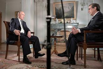 Президент России Владимир Путин и ведущий Fox News Крис Уоллес во время интервью а Хельсинки, 16 июля 2018 года