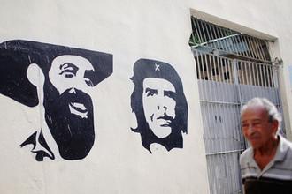 Портреты Камило Сьенфуэгоса и Че Гевары на улицы кубинской Гаваны, август 2018 года